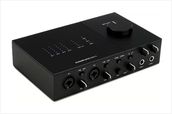 Native Instruments Komplete Audio 6 a dc coupled audio interface